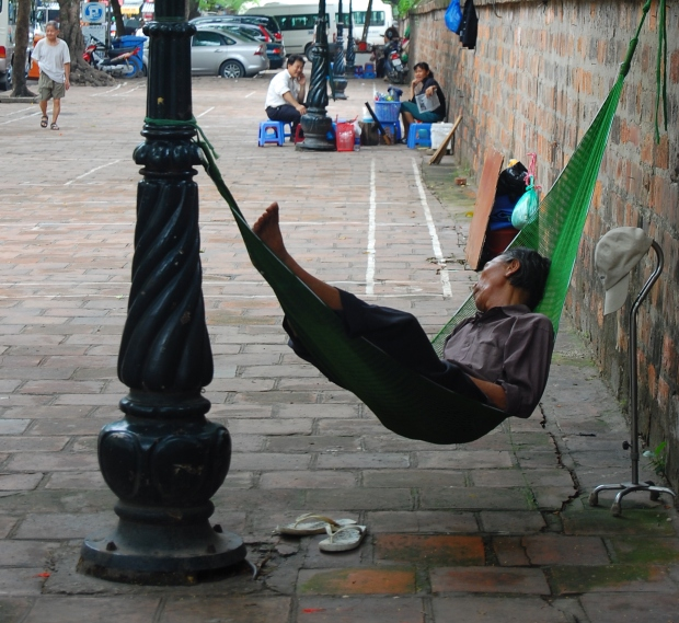 This guy just set up his hammock in the middle of sidewalk for an afternoon nap. Not going to lie, I was a little jealous.
